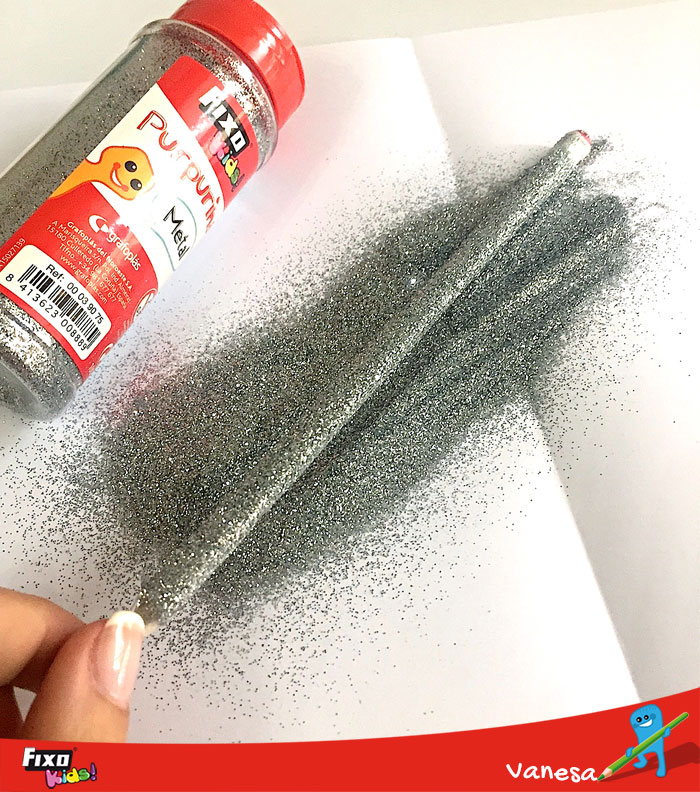 cubre los lápices con purpurina