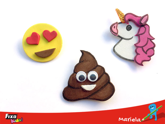 broches con los distintos emojis