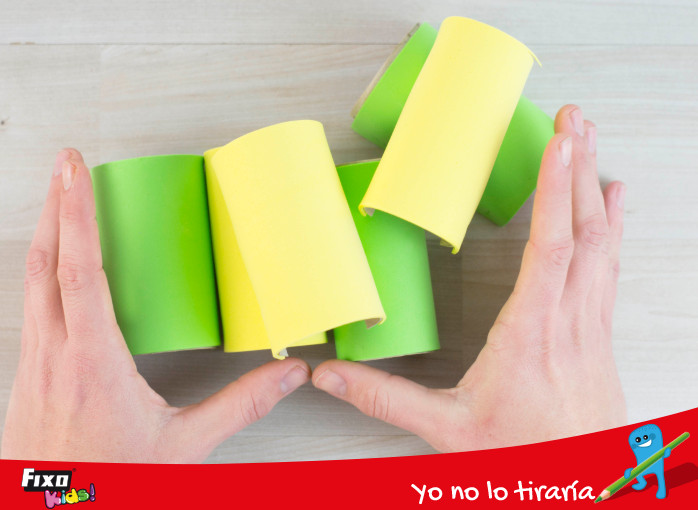 unir tubos de papel forrados con foamy
