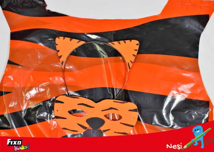 disfraz para niños hecho con bolsa de plástico