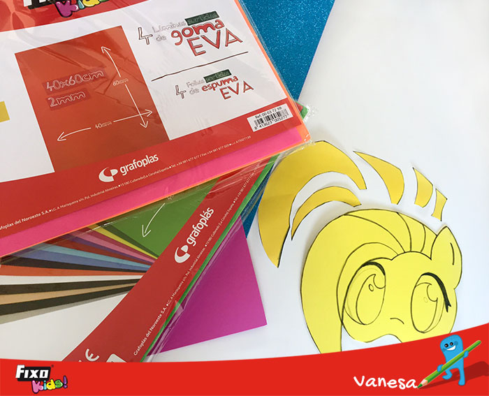 máscara de carnaval unicornio con goma EVA