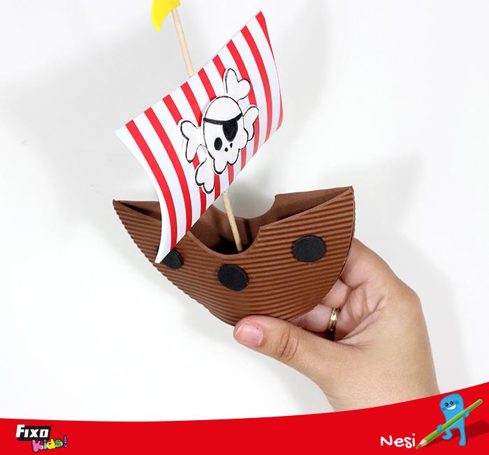 dulcero goma eva en forma de barco pirata