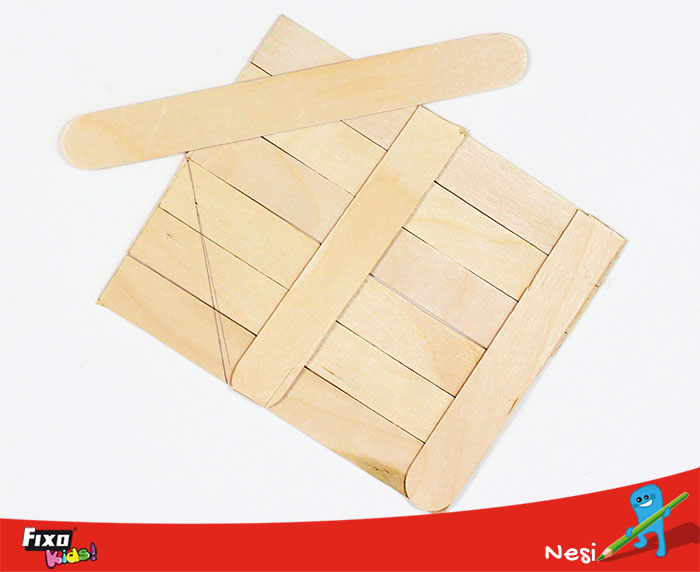 hacer paredes de casita con palos de madera