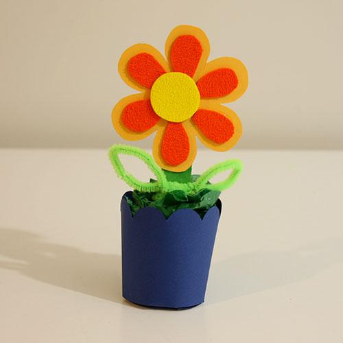 ideas de primavera para niños: flor con maceta de cartulina