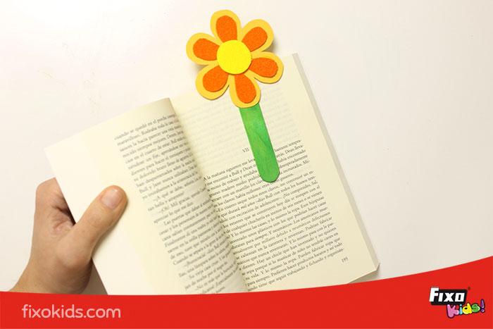 marcapáginas flor cartulina, goma eva y palitos de helados