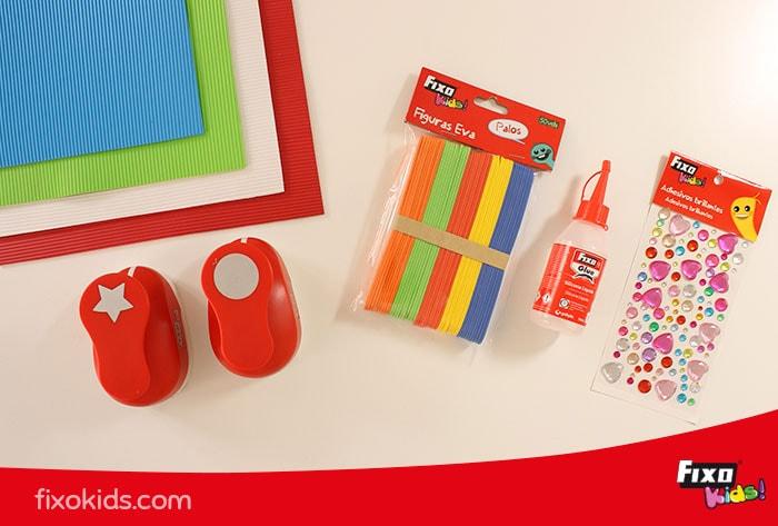 Material de manualidades para hacer marcapáginas con goma eva