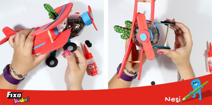 manualidad de niños reciclando botellas