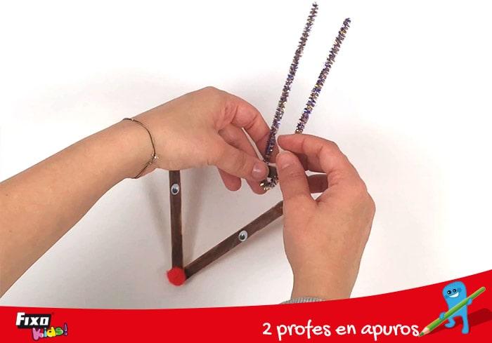 cómo hacer un reno con palos y limpiapipas