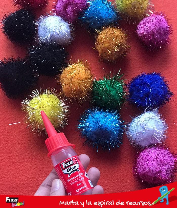 cómo pegar pompones con silicona