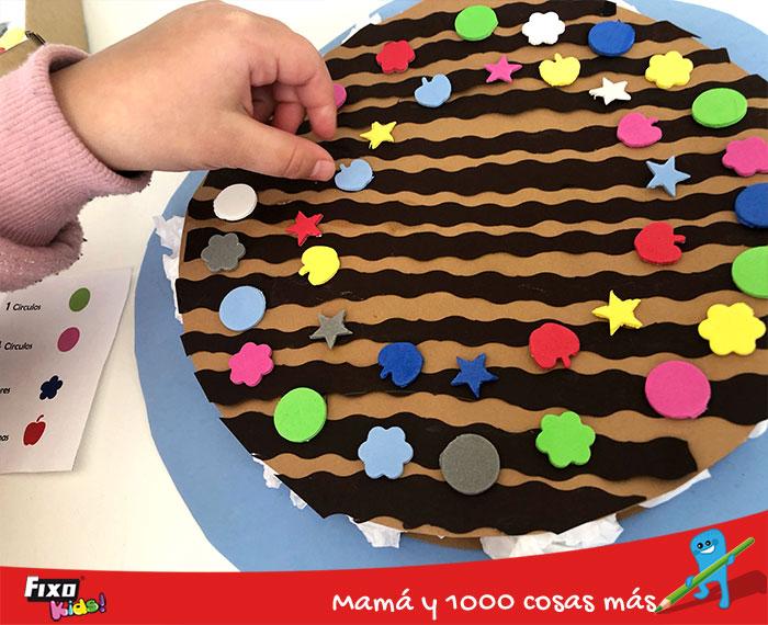 jugar para aprender series de formas y colores