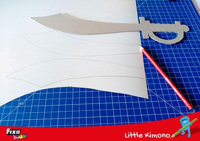 cómo hacer una espada con cartulina metalizada