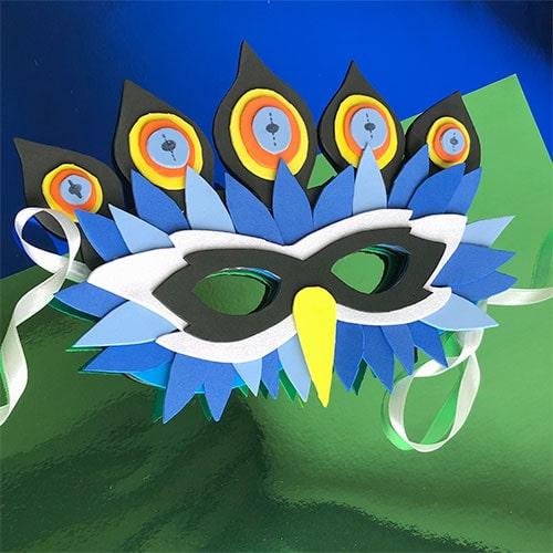 máscara pavo real