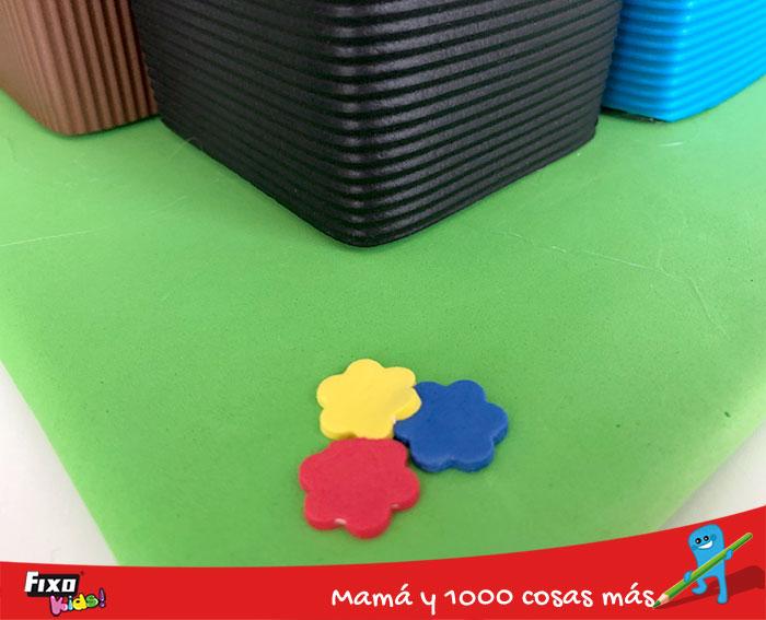 como hacer pegatinas con goma eva adhesiva de colores